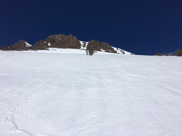 "S <a href=""http://www.sierraavalanchecenter.org/avalanche-terms/aspect"" title=""The compass direction a slope faces (i.e. North, South, East, or West.)"" class=""lexicon-term"">aspects</a> above 10k' did not soften due to gale force S winds at 11am."