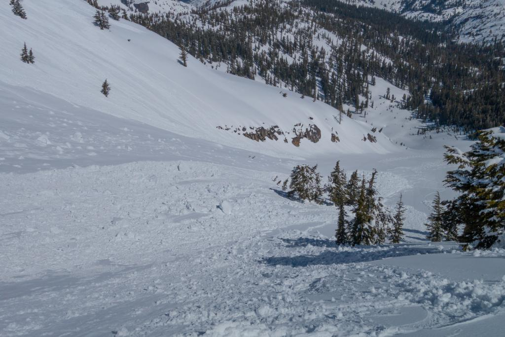 "<a href=""https://www.sierraavalanchecenter.org/avalanche-terms/cornice"" title=""A mass of snow deposited by the wind, often overhanging, and usually near a sharp terrain break such as a ridge. Cornices can break off unexpectedly and should be approached with caution."" class=""lexicon-term"">cornice</a> fall"