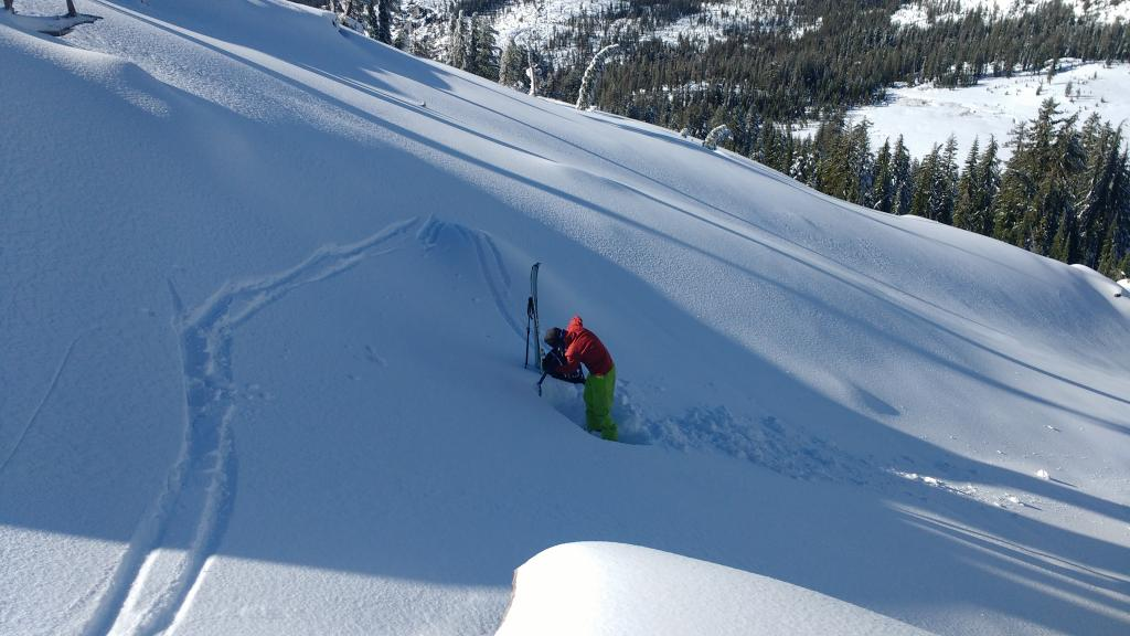 "<a href=""https://www.sierraavalanchecenter.org/avalanche-terms/snowpit"" title=""A pit dug vertically into the snowpack where snow layering is observed and stability tests may be performed. Also called a snow profile."" class=""lexicon-term"">Snowpit</a> location."