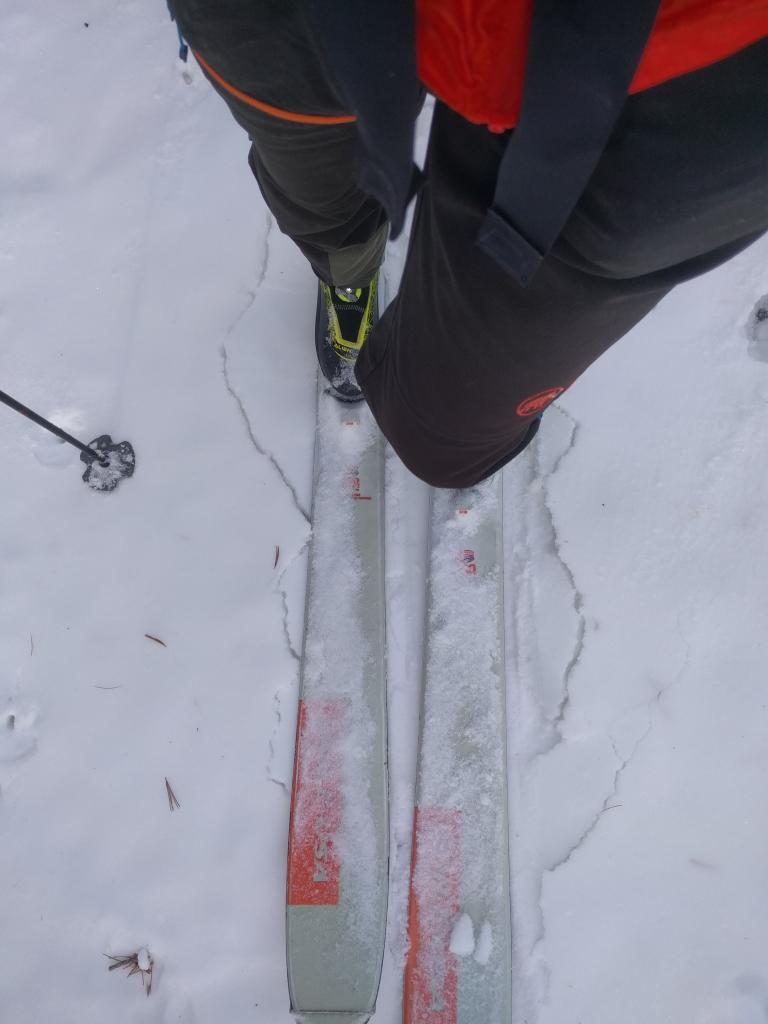 "Minor cracking around my skis on a N_NE <a href=""https://www.sierraavalanchecenter.org/avalanche-terms/aspect"" title=""The compass direction a slope faces (i.e. North, South, East, or West.)"" class=""lexicon-term"">aspect</a> at 9200 ft."