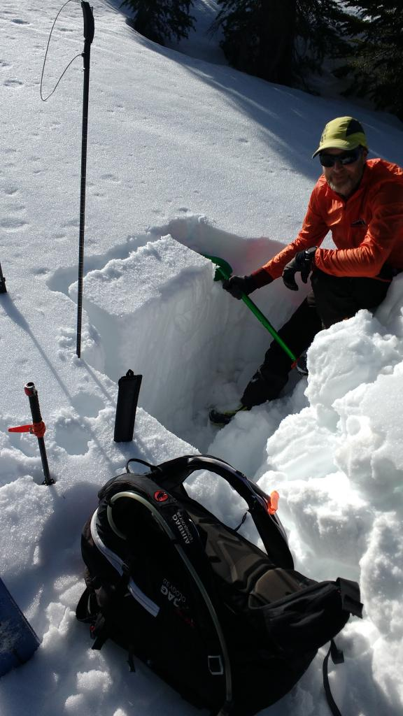 "<a href=""https://www.sierraavalanchecenter.org/avalanche-terms/snowpit"" title=""A pit dug vertically into the snowpack where snow layering is observed and stability tests may be performed. Also called a snow profile."" class=""lexicon-term"">Snowpit</a> at noted lat/long with inconsequential ECTN result within most recent storm snow."