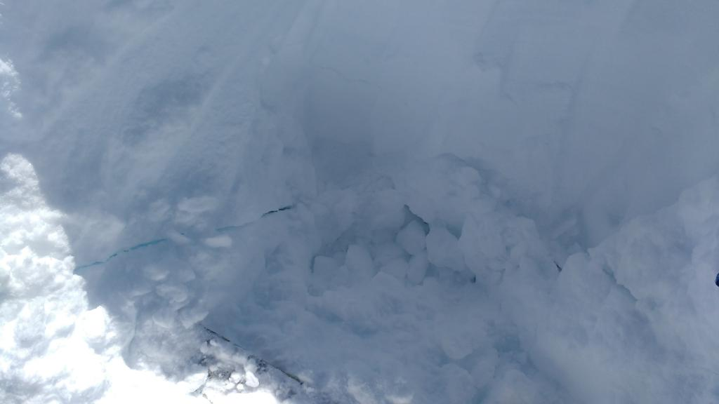 "Crack in partially excavated <a href=""https://www.sierraavalanchecenter.org/avalanche-terms/snowpit"" title=""A pit dug vertically into the snowpack where snow layering is observed and stability tests may be performed. Also called a snow profile."" class=""lexicon-term"">pit</a> immeadiately after <a href=""https://www.sierraavalanchecenter.org/avalanche-terms/weak-layer"" title=""A snowpack layer with less strength than adjacent layers. Often the layer in the snowpack where an avalanche fractures."" class=""lexicon-term"">weak layer</a> <a href=""https://www.sierraavalanchecenter.org/avalanche-terms/collapse"" title=""When the fracture of a lower snow layer causes an upper layer to fall. Also called a whumpf, this is an obvious sign of instability."" class=""lexicon-term"">collapsed</a>."