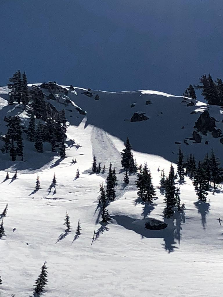 "<a href=""https://www.sierraavalanchecenter.org/avalanche-terms/loose-snow-avalanche"" title=""An avalanche that releases from a point and spreads downhill collecting more snow - different from a slab avalanche. Also called a point-release or sluff."" class=""lexicon-term"">Loose Dry avalanche</a> in Nat Geo"
