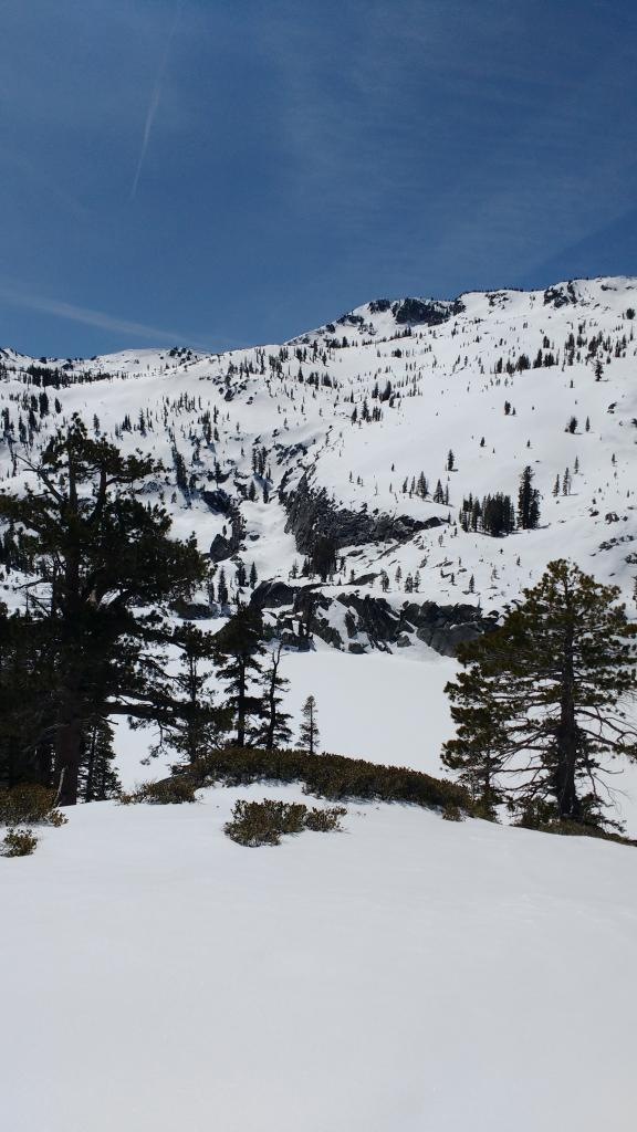 "N and NE <a href=""https://www.sierraavalanchecenter.org/avalanche-terms/aspect"" title=""The compass direction a slope faces (i.e. North, South, East, or West.)"" class=""lexicon-term"">aspect</a> terrain above Azure Lake in full sun with April high sun angle."