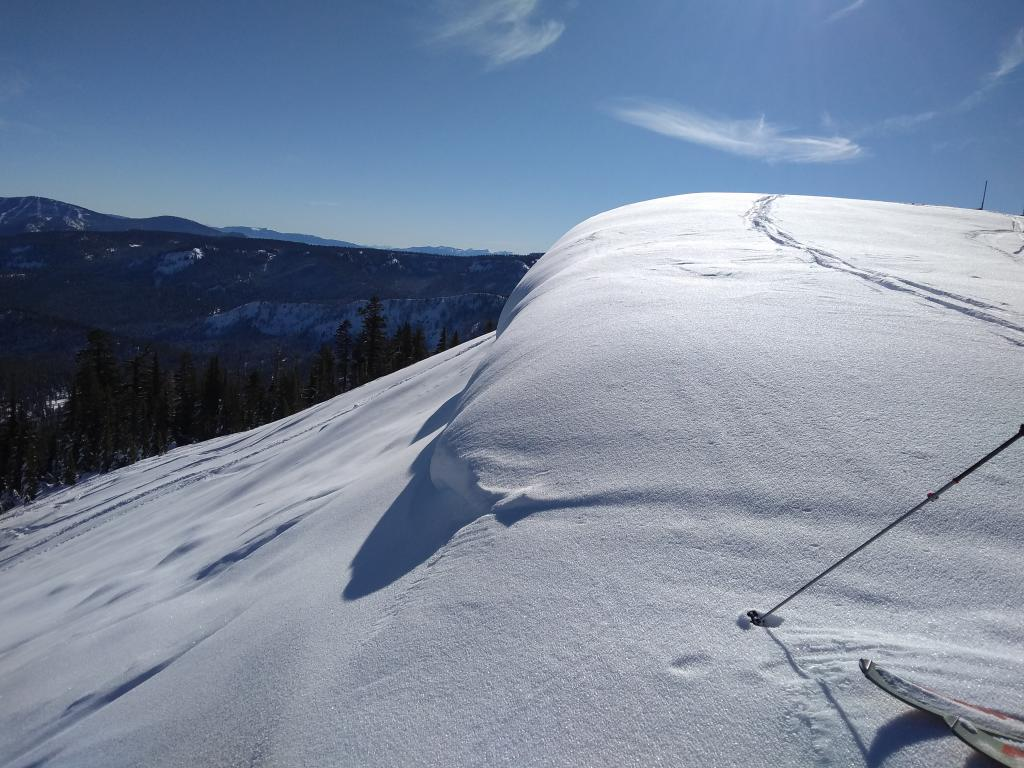 """<a href=""""https://www.sierraavalanchecenter.org/avalanche-terms/surface-hoar"""" title=""""Featherly crystals that form on the snow surface during clear and calm conditions - essentially frozen dew. Forms a persistent weak layer once buried."""" class=""""lexicon-term"""">Surface hoar</a> still present on the summit ridge of Judah indicating that the winds did not get strong enough to destroy it last night."""