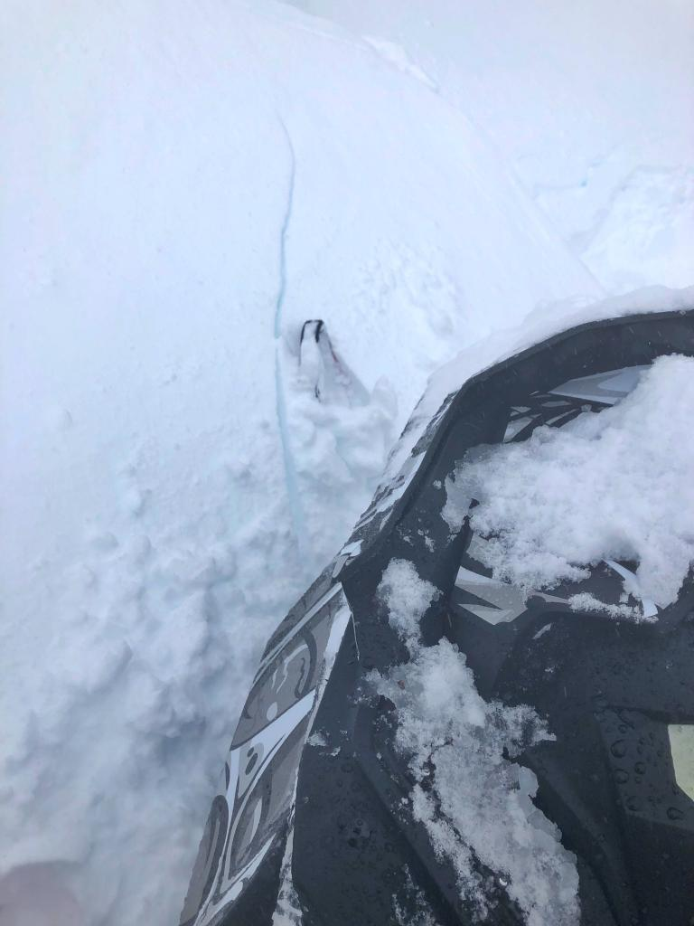 Shooting crack from snowmobile ski tip
