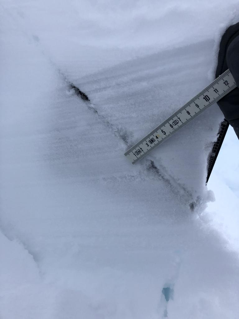 "buried <a href=""https://www.sierraavalanchecenter.org/avalanche-terms/surface-hoar"" title=""Featherly crystals that form on the snow surface during clear and calm conditions - essentially frozen dew. Forms a persistent weak layer once buried."" class=""lexicon-term"">surface hoar</a>"