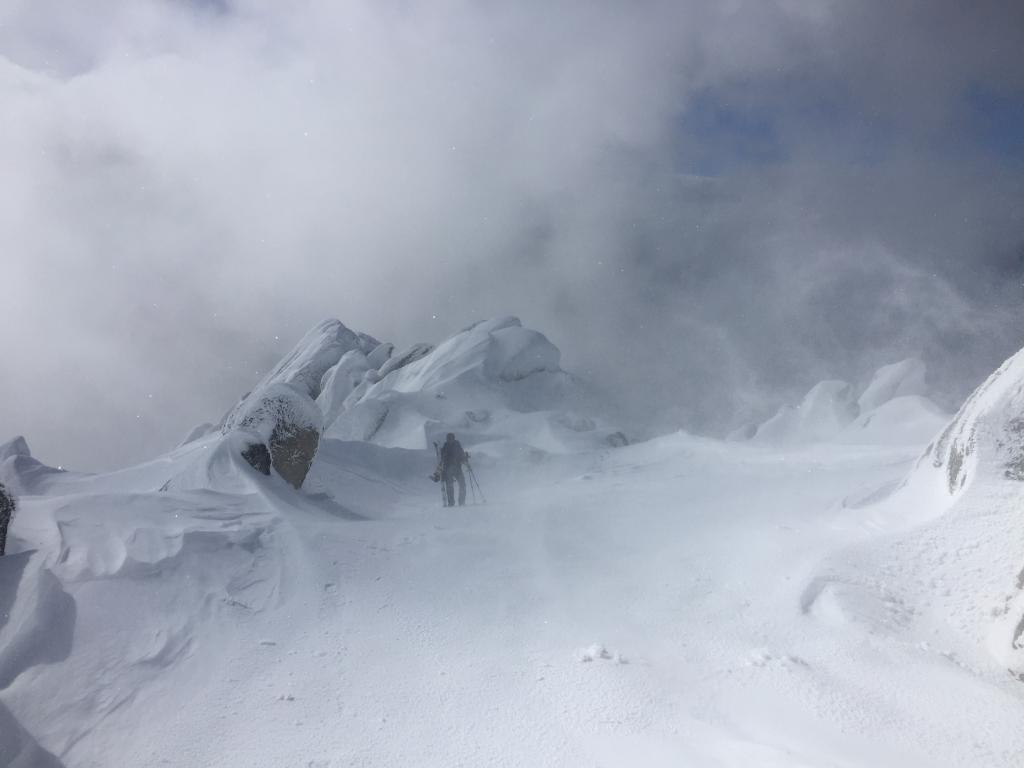 "heavy wind, <a href=""https://www.sierraavalanchecenter.org/avalanche-terms/sastrugi"" title=""Wind eroded snow, which often looks rough like frozen waves. Usually found on windward slopes."" class=""lexicon-term"">sastrugi</a>, <a href=""https://www.sierraavalanchecenter.org/avalanche-terms/wind-loading"" title=""The added weight of wind drifted snow."" class=""lexicon-term"">wind loading</a> near summit"