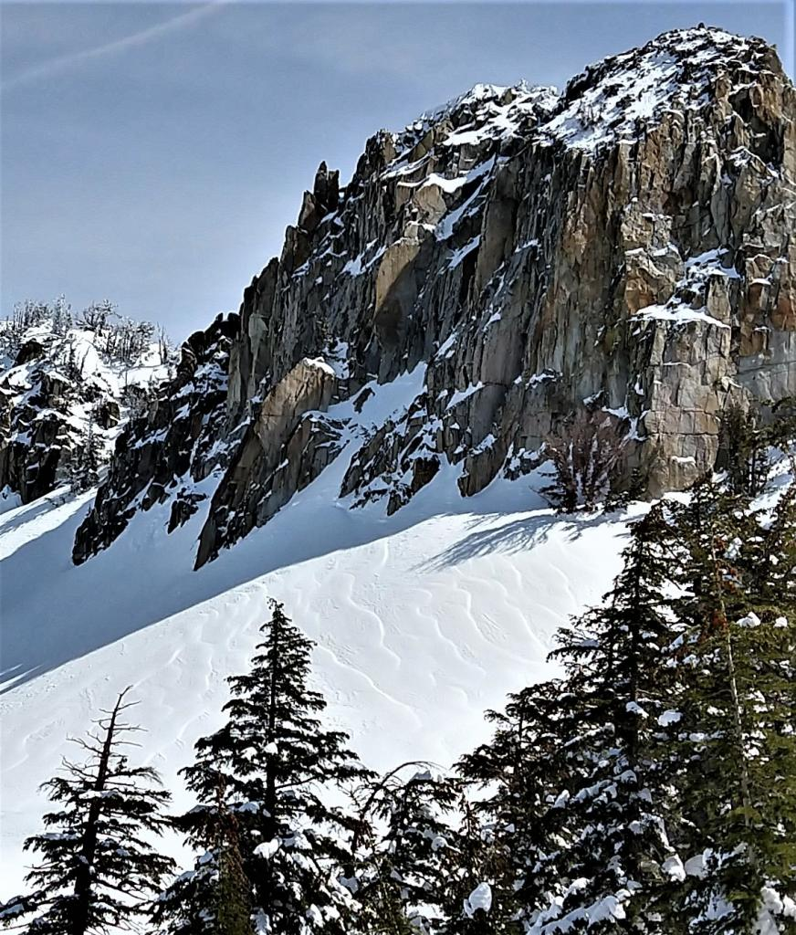 "Tiger striping indicating cross-<a href=""https://www.sierraavalanchecenter.org/avalanche-terms/loading"" title=""The addition of weight on top of a snowpack, usually from precipitation, wind drifting, or a person."" class=""lexicon-term"">loading</a> on a W / NW <a href=""https://www.sierraavalanchecenter.org/avalanche-terms/aspect"" title=""The compass direction a slope faces (i.e. North, South, East, or West.)"" class=""lexicon-term"">aspect</a>."