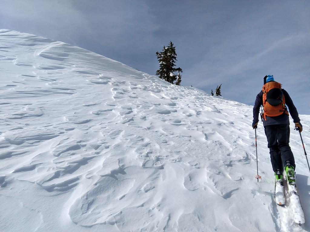 "Scoured surfaces on a NE <a href=""https://www.sierraavalanchecenter.org/avalanche-terms/aspect"" title=""The compass direction a slope faces (i.e. North, South, East, or West.)"" class=""lexicon-term"">aspect</a> along the summit ridge of Incline Lake Peak."