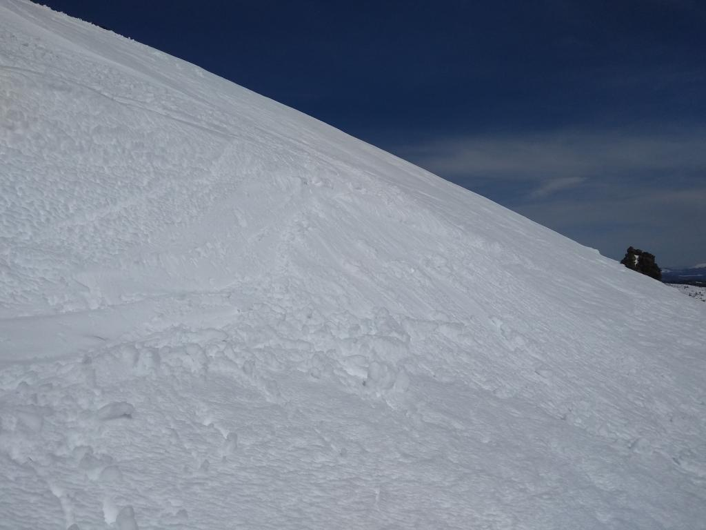"""S <a href=""""https://www.sierraavalanchecenter.org/avalanche-terms/aspect"""" title=""""The compass direction a slope faces (i.e. North, South, East, or West.)"""" class=""""lexicon-term"""">aspect</a> test slope at ~8,100&#039; showing the presence of loose wet <a href=""""https://www.sierraavalanchecenter.org/avalanche-terms/avalanche"""" title=""""A mass of snow sliding, tumbling, or flowing down an inclined surface."""" class=""""lexicon-term"""">avalanche</a> problem at noon."""