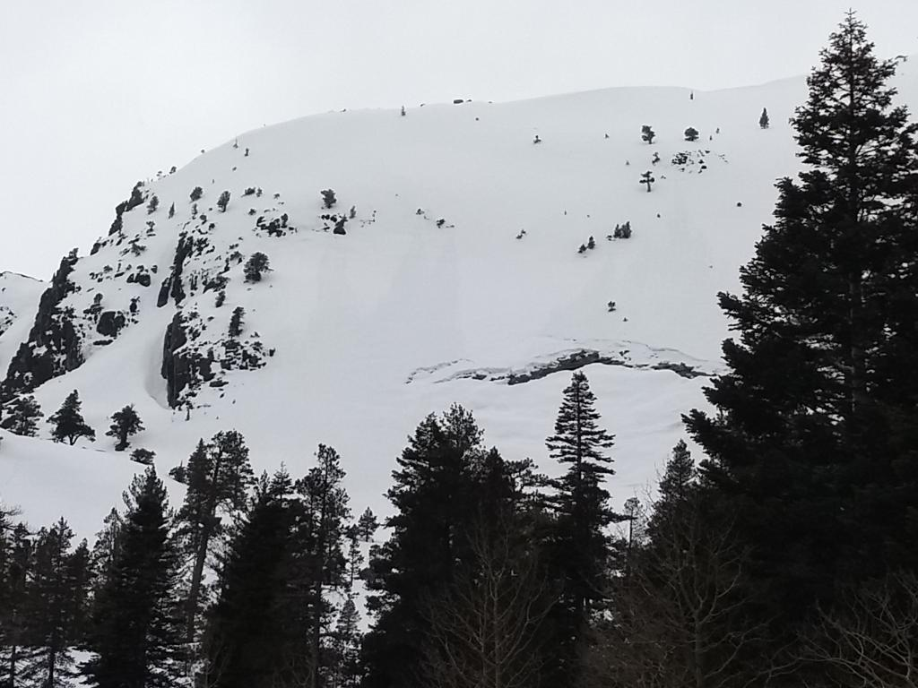 """<a href=""""https://www.sierraavalanchecenter.org/avalanche-terms/glide"""" title=""""When the entire snowpack slowly moves as a unit on the ground, similar to a glacier."""" class=""""lexicon-term"""">Glide</a> Crack in top of underlying granite <a href=""""https://www.sierraavalanchecenter.org/avalanche-terms/slab"""" title=""""A relatively cohesive snowpack layer."""" class=""""lexicon-term"""">slab</a>"""