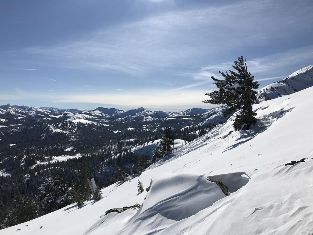 """<a href=""""/avalanche-terms/avalanche"""" title=""""A mass of snow sliding, tumbling, or flowing down an inclined surface."""" class=""""lexicon-term"""">Avalanche</a> pic 2"""