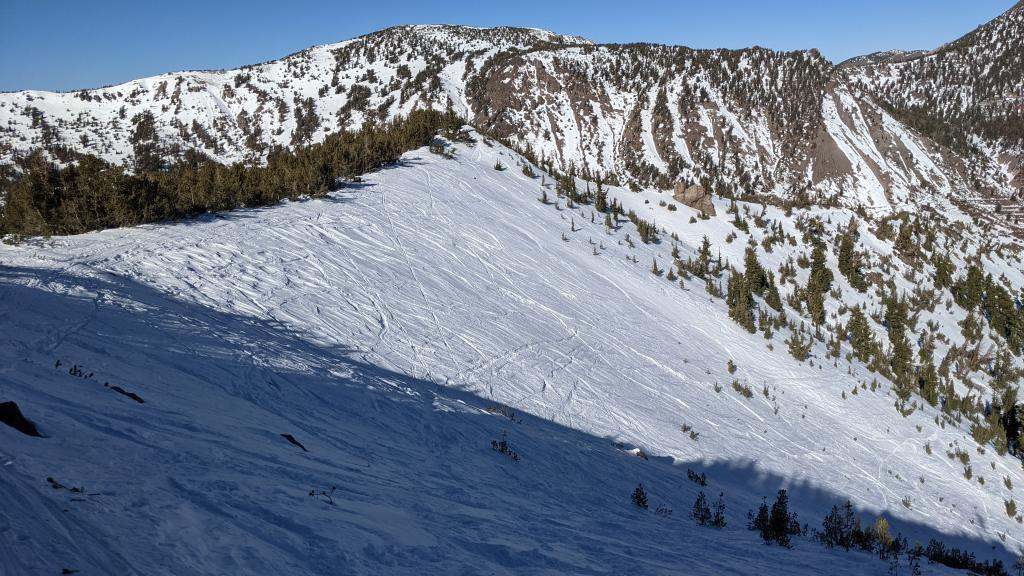 Numerous tracks and uneven surfaces in the Hourglass